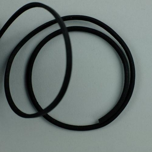 Vierkant stug leerkoord van 3mm dik. Dit zwarte koord is zeer sterk.